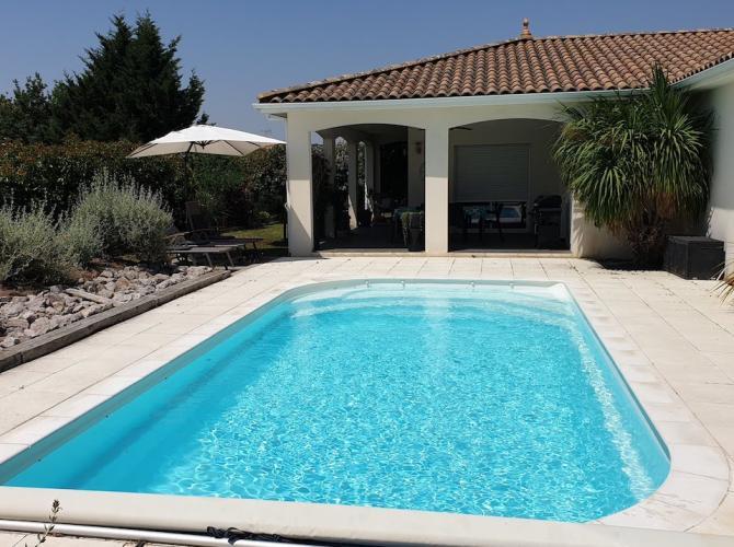 Belle piscine plein sud cadre agréable à 40km de Toulouse.jpg