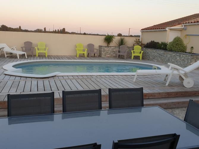 piscine avec terrain de p tanque la campagne pr s de. Black Bedroom Furniture Sets. Home Design Ideas