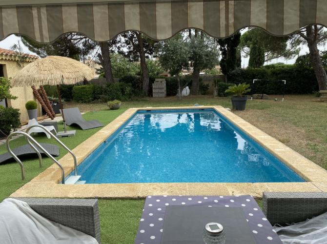 Belle piscine sur un terrain arboré sans vis à vis