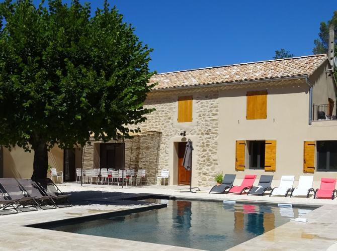 Belle piscine au calme non loin d'Avignon