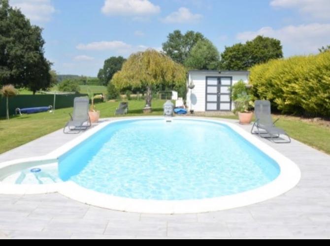 Grande piscine à 15min de Mons