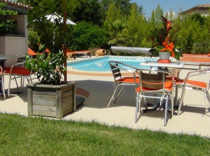 magnifique piscine chauffée à 30min de Cannes