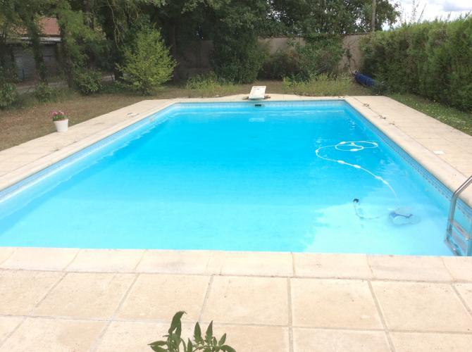 Location de piscine et studio entièrement isolés et privatisés.