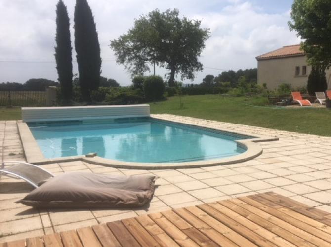 Belle piscine vue sur la saint Victoire