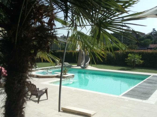 Piscine chauffée avec pool-house à 15 minutes d'Albi