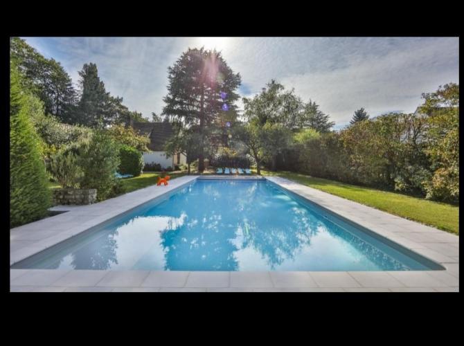 Grande piscine spacieuse proche Disneyland, Paris