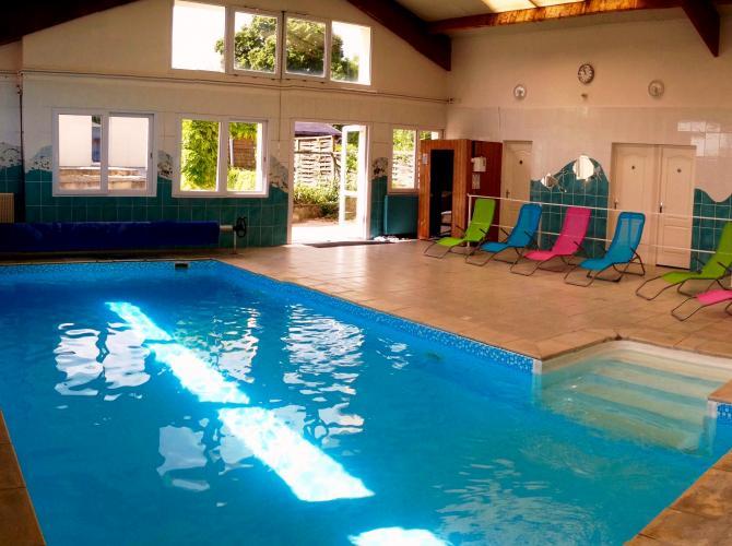 superbe piscine intérieure