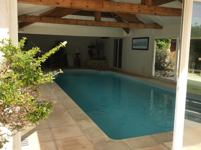 superbe piscine à 30km de Paris