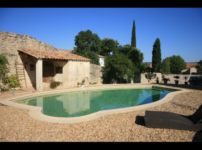 Swim & Grill sans vis à vis (10 min de Nîmes)