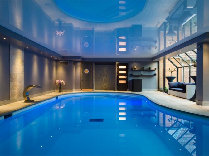 Espace piscine avec jacuzzi et hammam for Piscine coque avec jacuzzi
