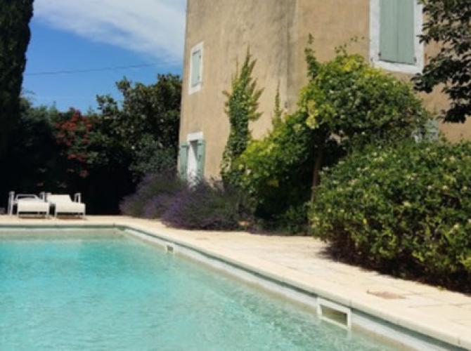 Piscine à 30min d'Avignon