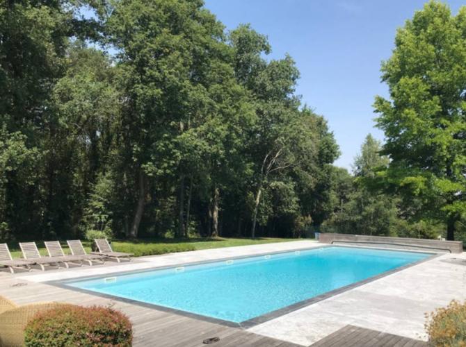 Belle piscine près de Paris (Vétheuil)