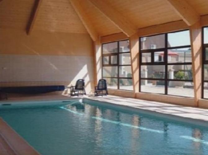 Grande pisicne intérieure chauffée à 15min de Beauval.PNG