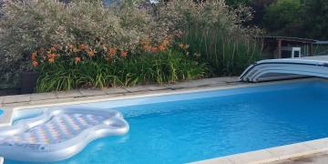 Belle piscine chauffée à 10mn des cascades de Mortain