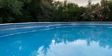 Piscine hors-sol dans un cadre idéalement calme près d'Avignon