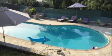 Belle piscine à 28° au sel près de Nice