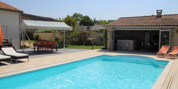 Superbe piscine couverte