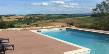Belle piscine avec vue sur le Lauragais