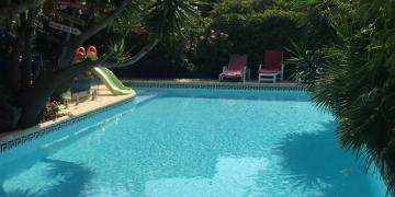 Belle piscine et jacuzzi à Marseille